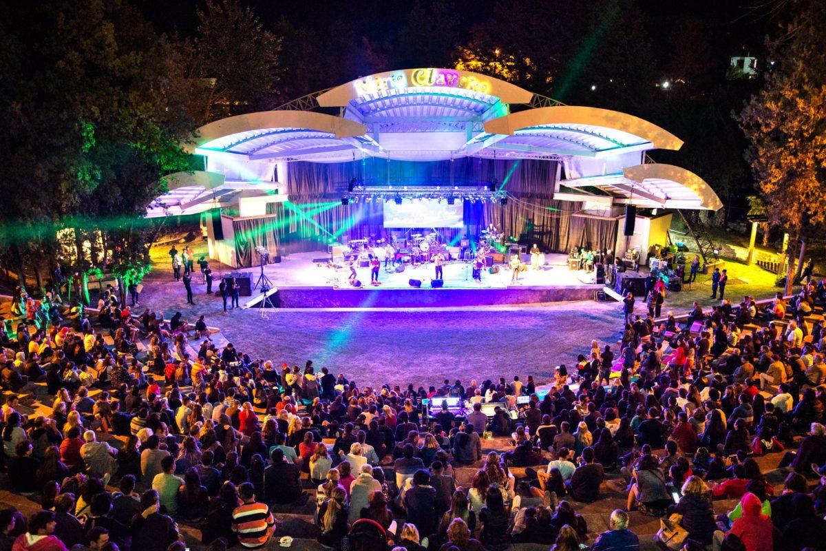 Mina Clavero: Estelares coronó un convocante Festival del Río