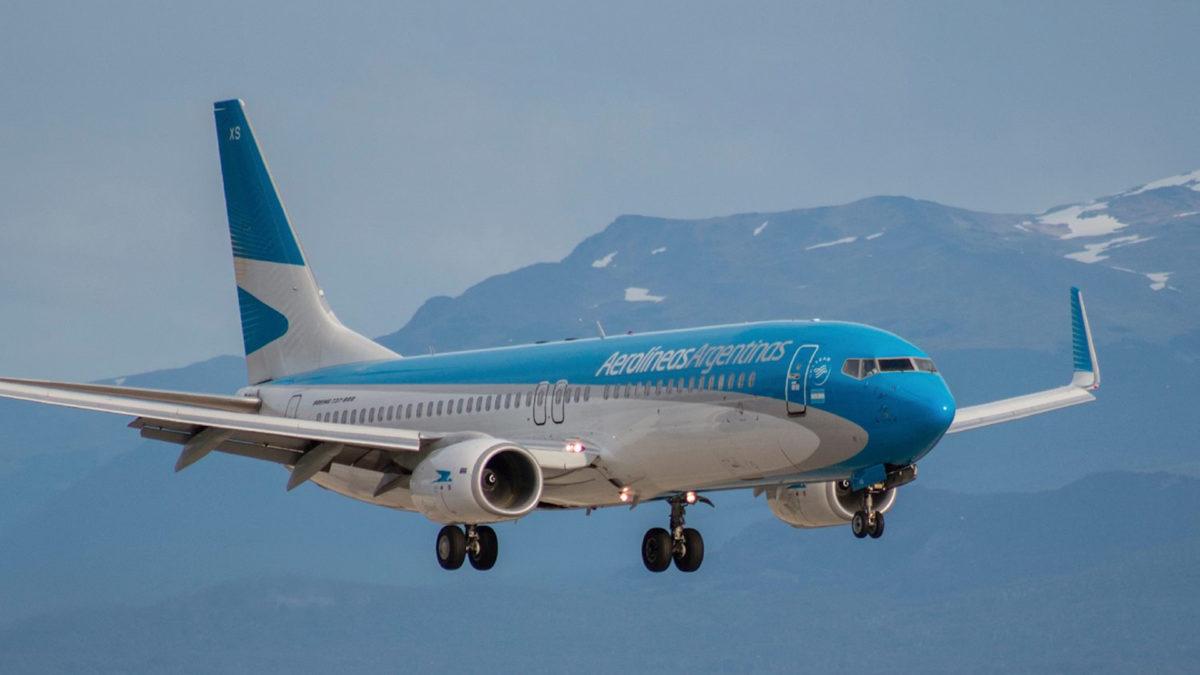 Aerolíneas Argentinas en abril acomoda sus vuelos regionales e internacionales a las nuevas restricciones
