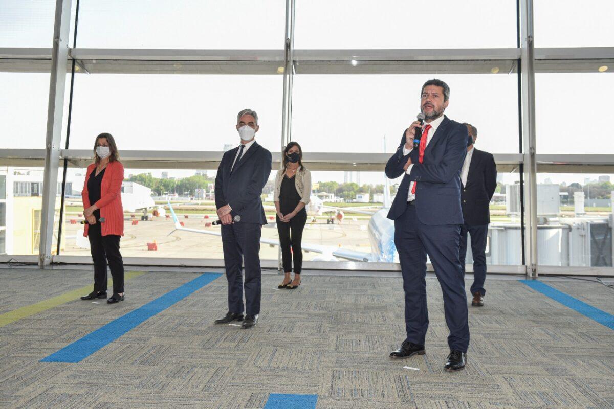 Es oficial: Reanudan los vuelos regulares de pasajeros, micros y trenes de larga distancia
